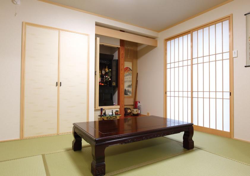 和室があることで落ち着きのある空間に。親戚の集まりなどにも使われている